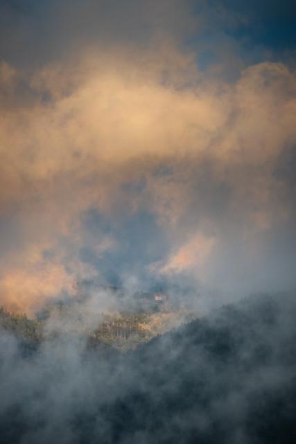 Abendstimmung mit tiefen Wolken