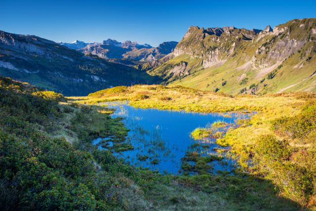 Kleiner See mit Blick Richtung Pragelpass